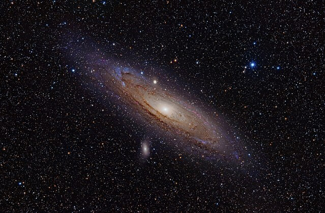By Adam Evans - M31, the Andromeda Galaxy (now with h-alpha)Uploaded by NotFromUtrecht, CC BY 2.0, https://commons.wikimedia.org/w/index.php?curid=12654493